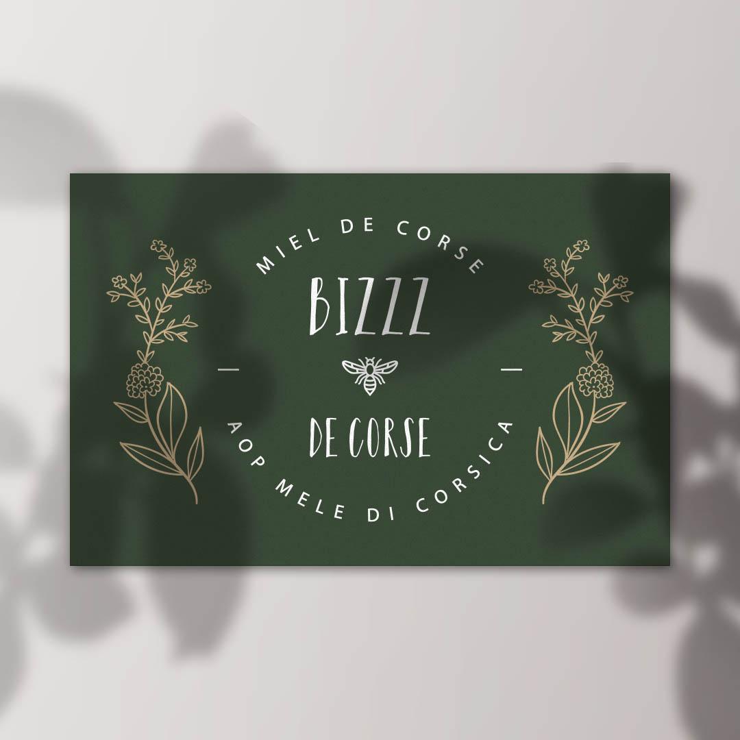 Logo pour marque de miel de corse, décliné sur carte de visite et packaging. Miel de corse. Fond vert olive et dorure.